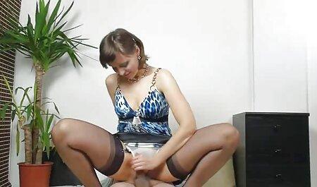 Karoline 女 向け エロ アニメ stroking彼女自身の上にザテーブル